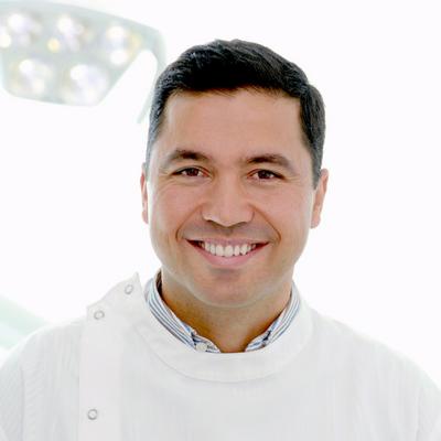 Dr. Roberto Henriques - Clínica Arriaga