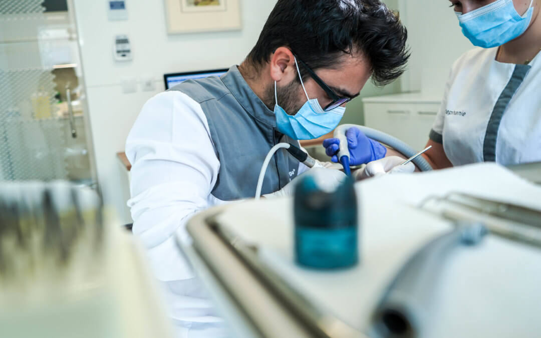A importância de substituir os dentes perdidos